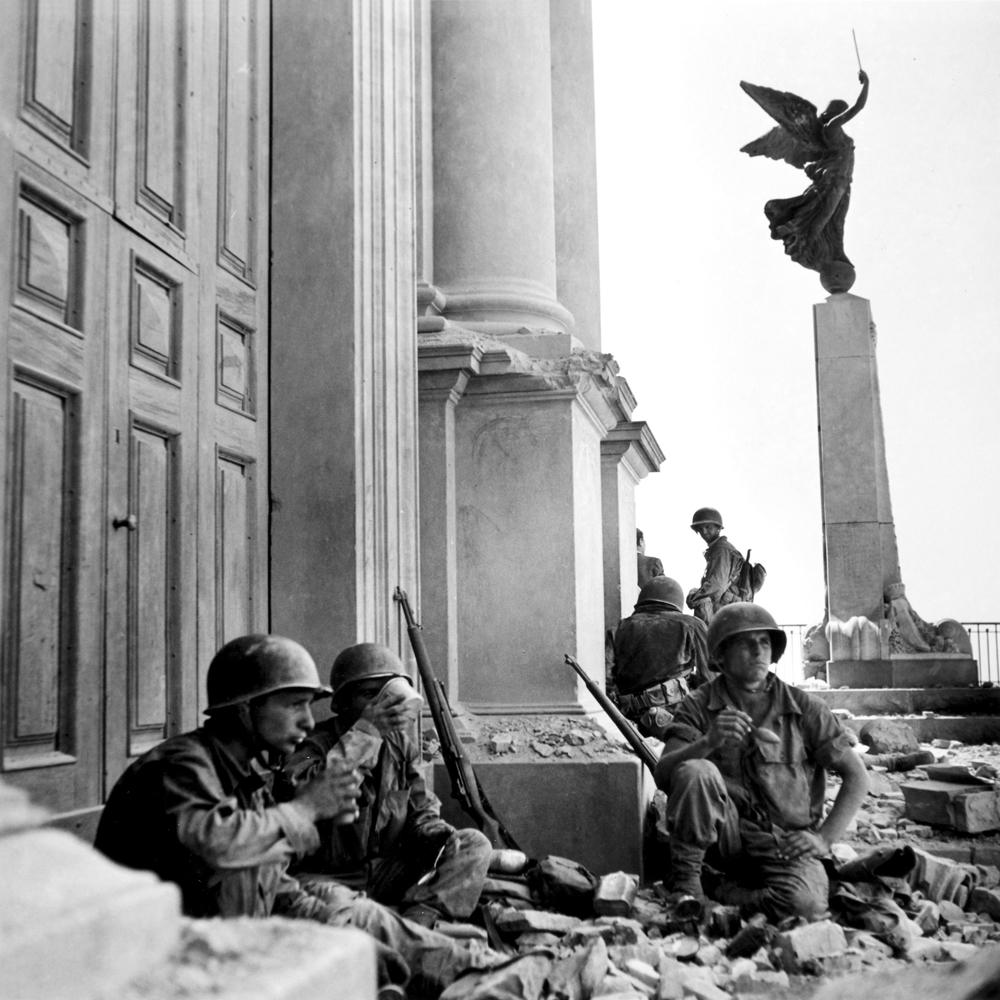 Robert-Capa-in-Italia-Troina-dopo-6-agosto-1943