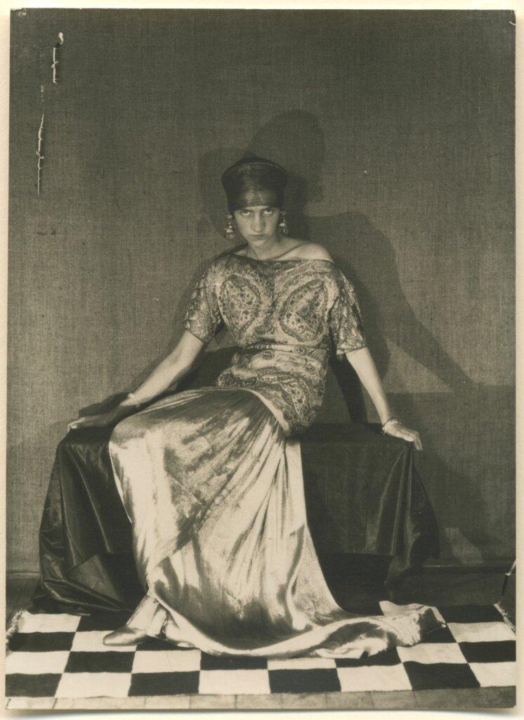 1_ManRay_Peggy_1925