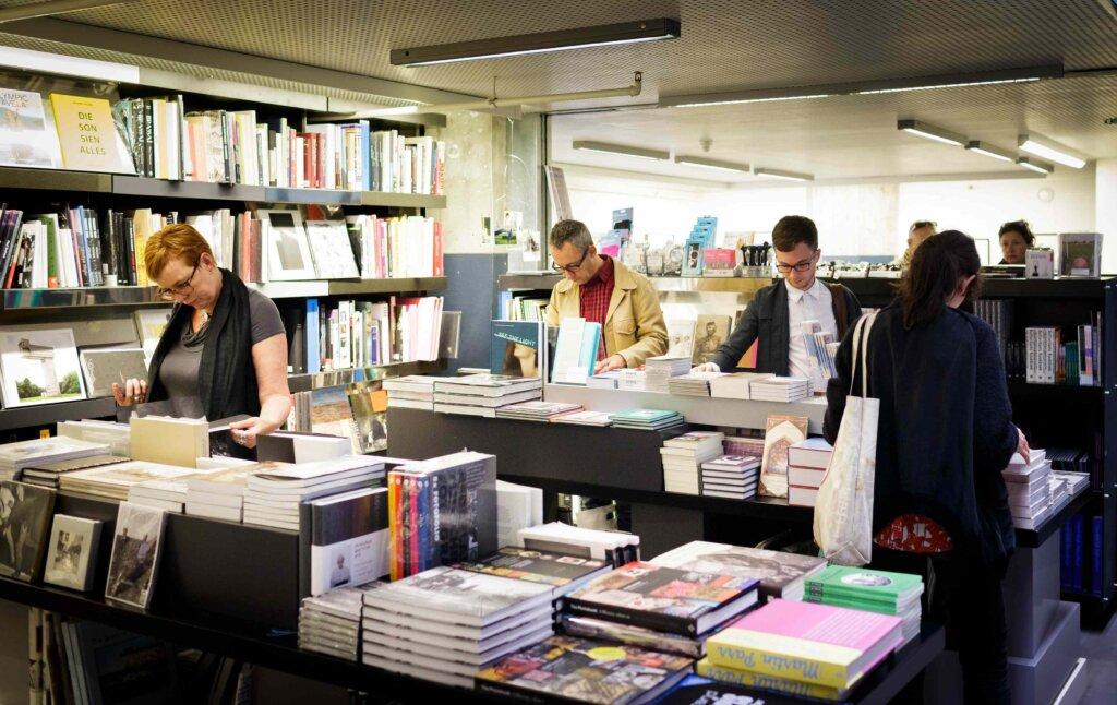 Il bookshop del museo © Fred Ernst