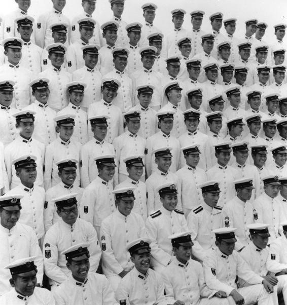Foto commemorativa del corpo della marina © Domon Ken