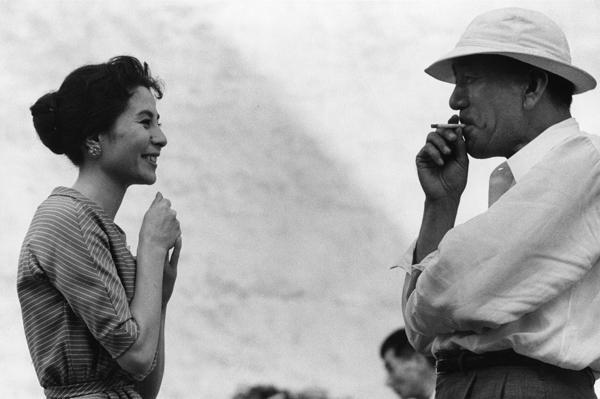 Kuga Yoshiko (attrice) e Ozu Yasujiro (regista) © Domon Ken