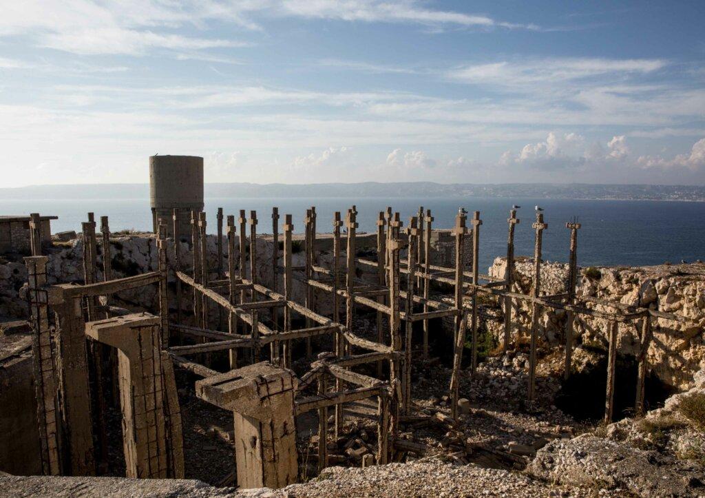 Falso cimitero sull'isola di Ratonneau © Leonardo Crociani