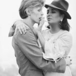 Stars.Ritratti fotografici di Terry O'Neill, Magazzino delle Idee, Trieste, mostra realizzata da ERPAC in collaborazione con Iconic Images. Terry O'Neill (©Iconic Images) . David Bowie ed Elizabeth Taylor. Los Angeles, 1975