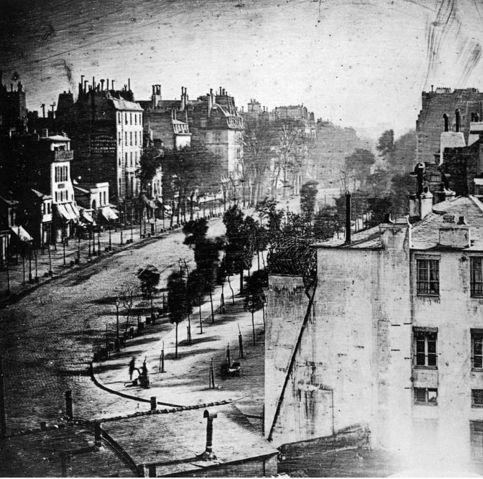 Parigi, Boulevard du temple, 1838 - © Louis-Jacques-Mandé Daguerre / Wikimedia Commons