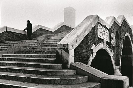 Ponte dei Tre Archi 1979 ©Fondazione Fulvio Roiter