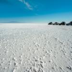 Il bianco del salar, in Bolivia, dove cielo e terra si confondono.