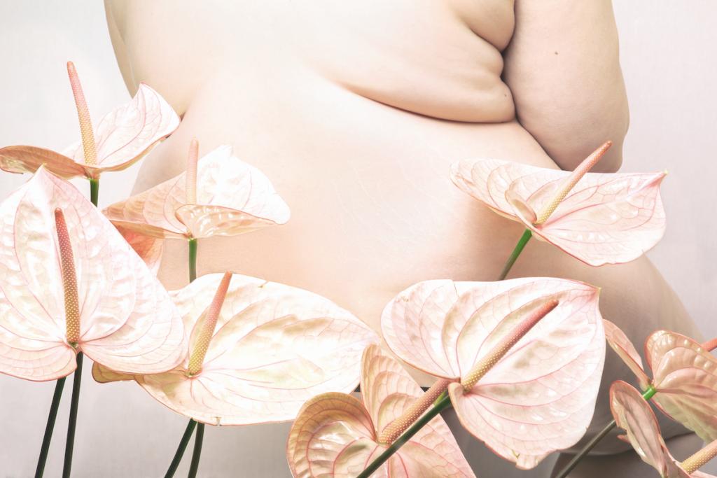 Nudo con fiori