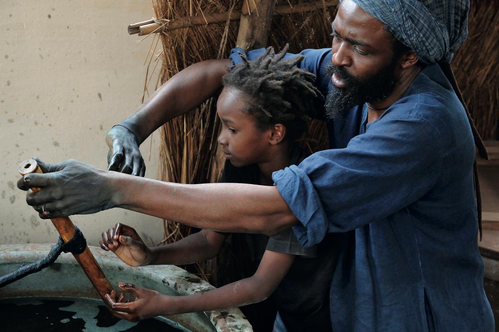 © Tiziana e Gianni Baldizzone, Abubakar Fofana con il figlio Omar Cheik, Mali 2011
