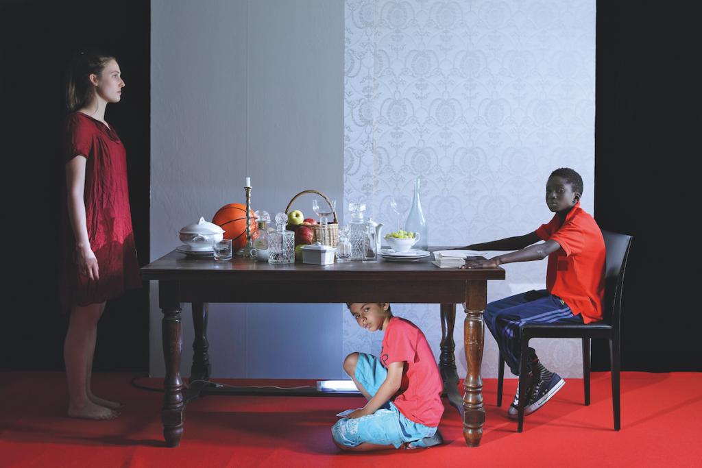 Halida Boughriet serie Pandore, Diners des anonymes, 2014. Courtesy l'artista e Officine dell'Immagine Milano