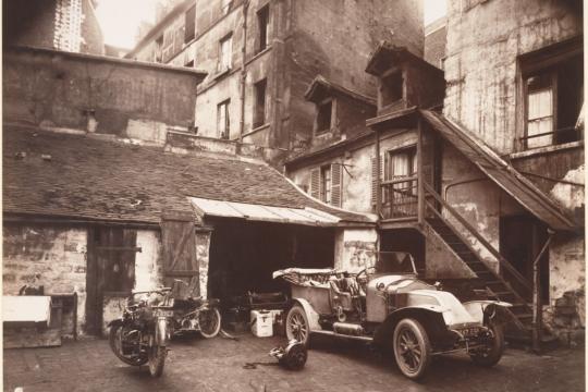 Cour, 7 rue de Valence, Eugène Atget, 1922
