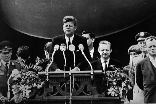 Kennedy pronuncia discorso a Berlino