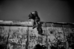 On The Wall, Berlino, 1989 - Guy Le Querrec © Magnum Photos