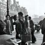 Le Baiser De l'Hotel De Ville, Parigi, 1950 - Robert Doisneau ©LIFE