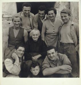 La famiglia Lusetti, Luzzara, 1953 © HAZEL KINGSBURY STRAND