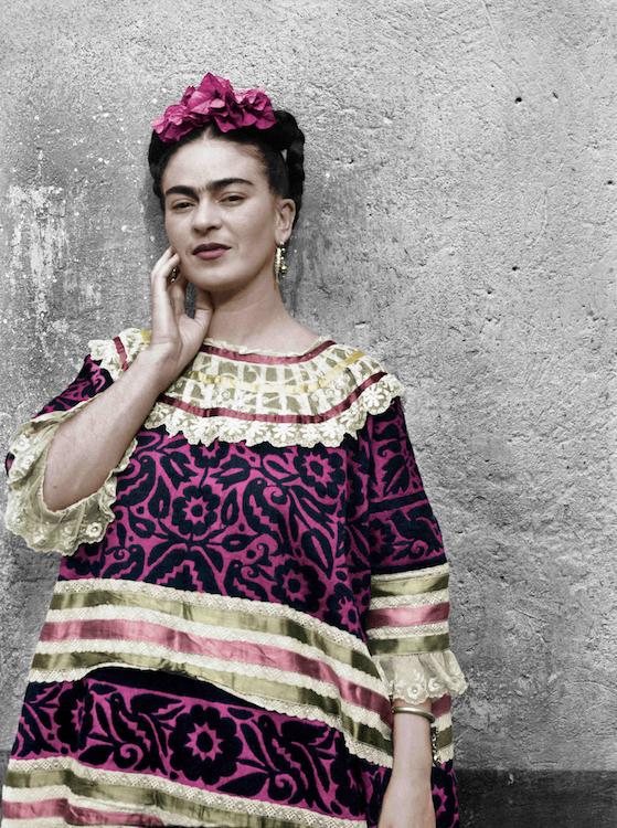 Leo Matiz, Frida Kahlo Coyoacàn, Città del Messico, 1944, Fotografia a colori © Fondazione Leo Matiz