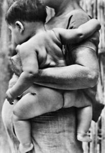 Madre con bambino di Tehuantepec, Messico, 1929 © Tina Modotti / Archivio Cinemazero Images