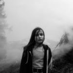Luna, 10 anni, ritratta durante il periodo di quarantena in famiglia. Svizzera, 2020. © Paolo Pellegrin / Magnum Photos
