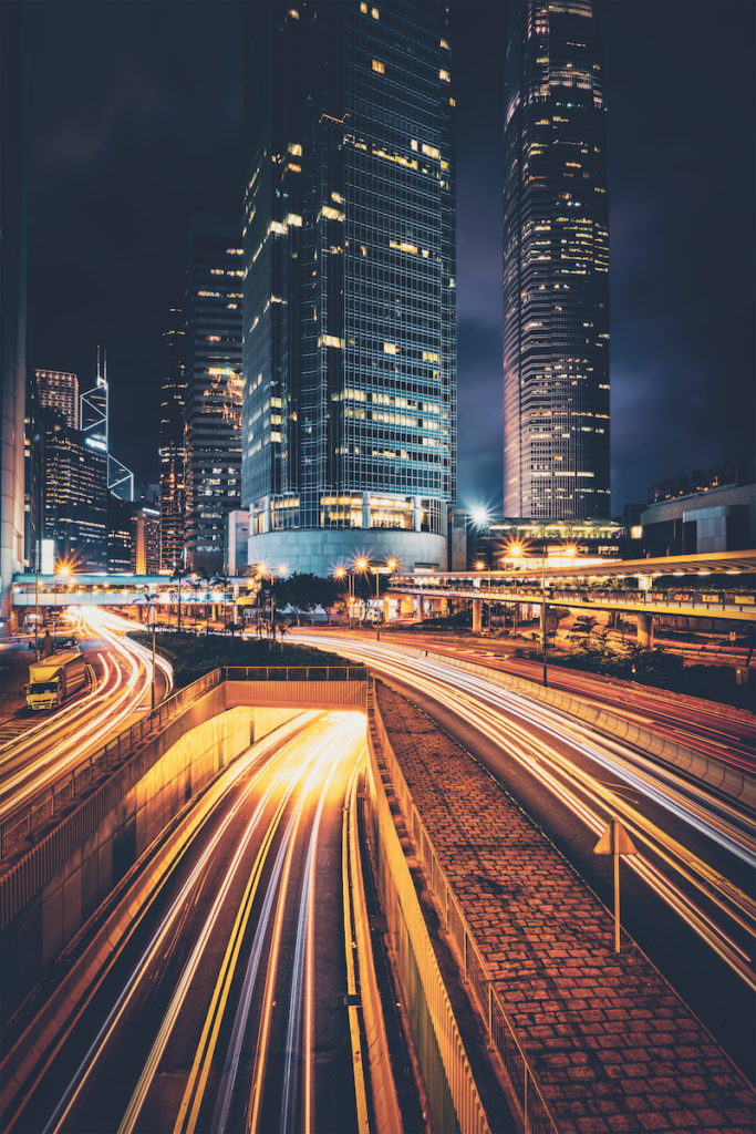 Scatto urbano notturno in lunga esposizione
