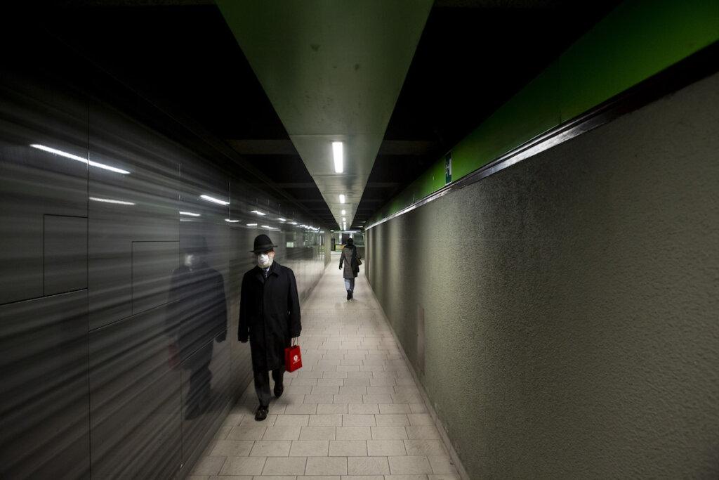 Milano, Passanti nella metro - © Sergio Ramazzotti