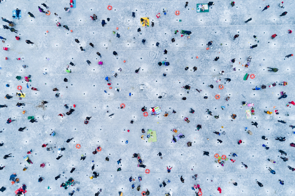 Ice fishing people © Jeong Baek Ho, 2018 / Nikon Photo Contest